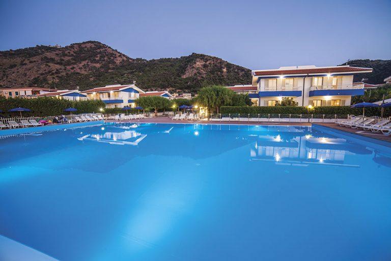 hotel-riviera-del-sole-piscina-005