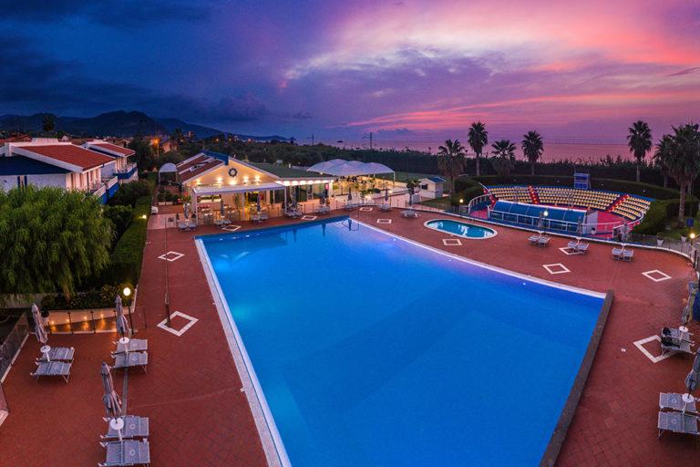 hotel-riviera-del-sole-piscina-002